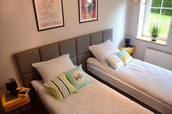 sypialnia mars i venus apartamentu fabryka endorfin w kłodzku/bedroom in apartment fabryka endorfin klodzko