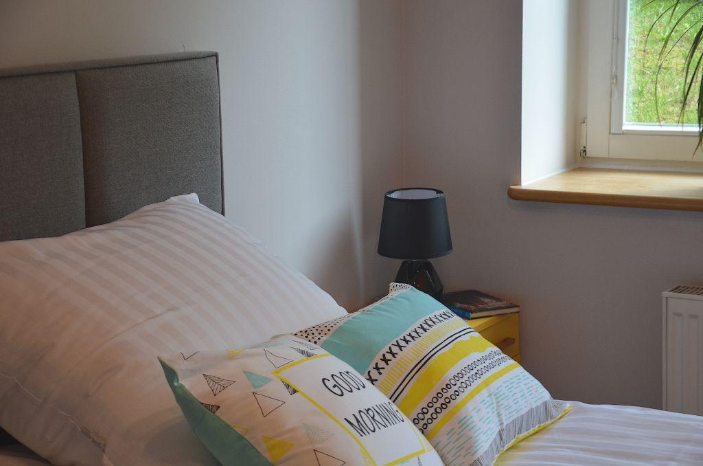 sypialnia apartamentu fabryka endorfin w kłodzku/bedroom in apartment fabryka endorfin klodzko