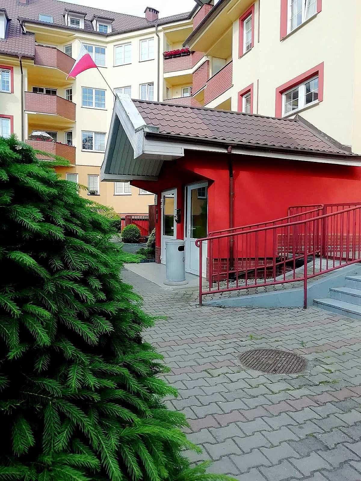 wejście apartamentu fabryka endorfin w kłodzku/entrance of apartment Fabryka Endorfin Klodzko