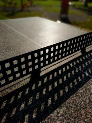 stół do tenisa stołowego na zewnątrz apartamentu fabryka endorfin w kłodzku/playground in apartment Fabryka Endorfin Klodzko