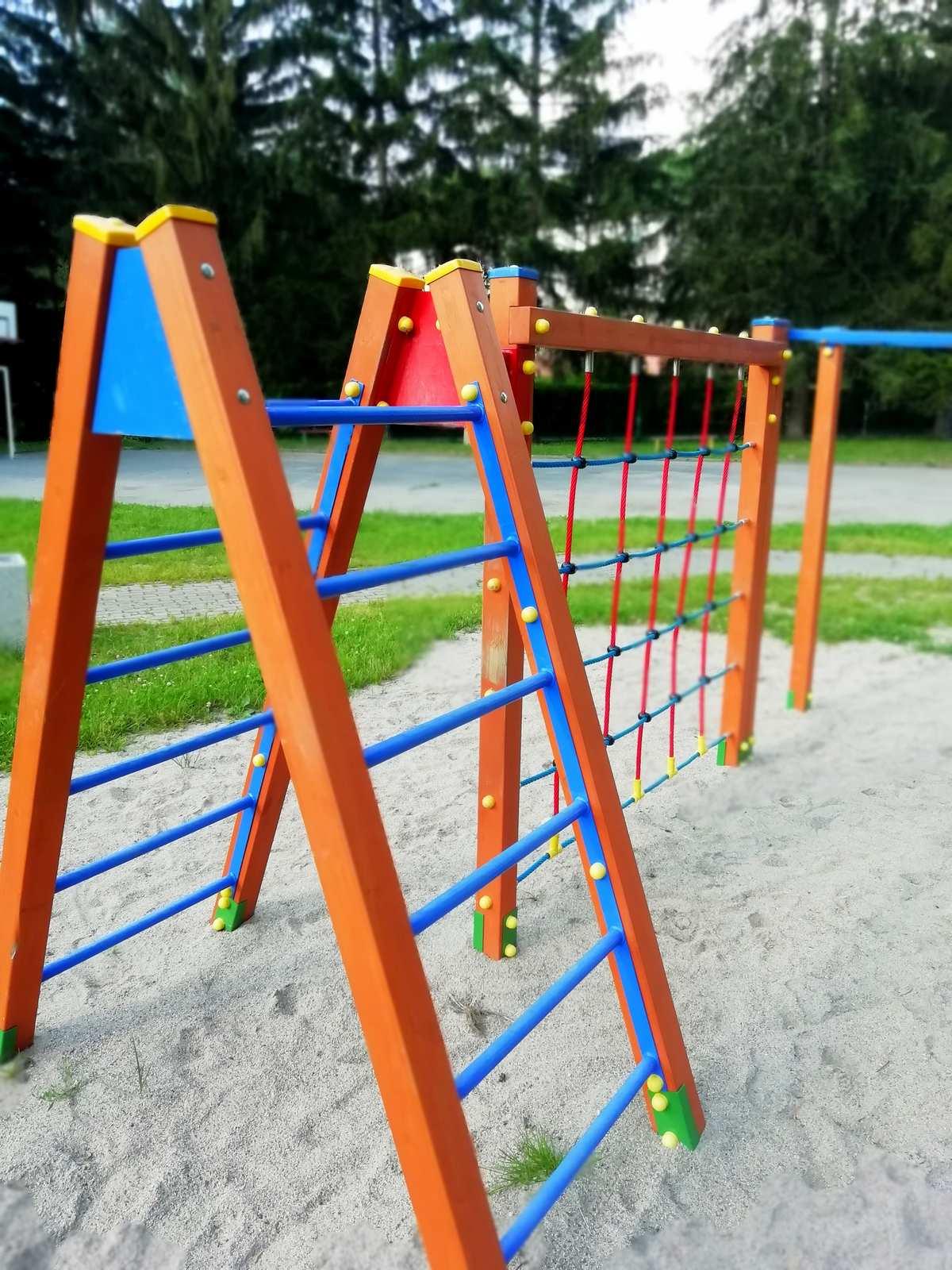 park fitness i plac zabaw apartamentu fabryka endorfin w kłodzku/fitness park and playground in apartment Fabryka Endorfin Klodzko