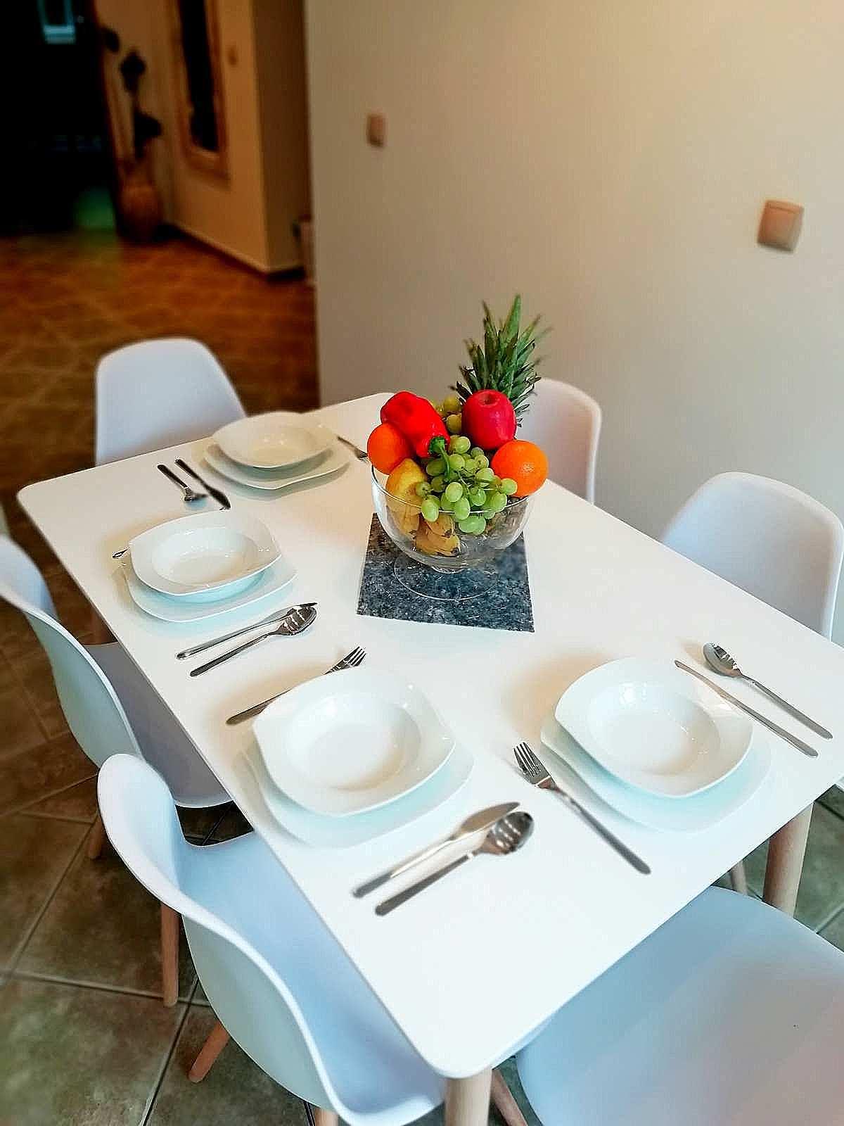 jadalnia apartamentu fabryka endorfin w kłodzku/dining room in apartment Fabryka Endorfin Klodzko