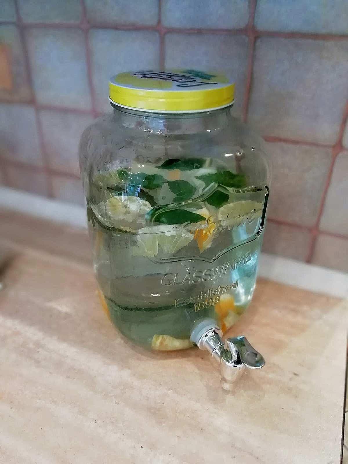 pyszny napój apartamentu fabryka endorfin w kłodzku/water in apartment Fabryka Endorfin Klodzko