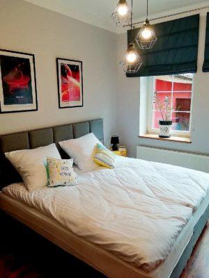 sypialnia Ceres i Lava apartamentu fabryka endorfin w kłodzku/bedroom in apartment Fabryka Endorfin Klodzko